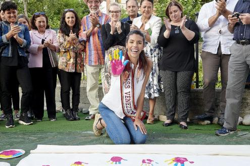 Miss Venezuela Impronta Mano Colorata